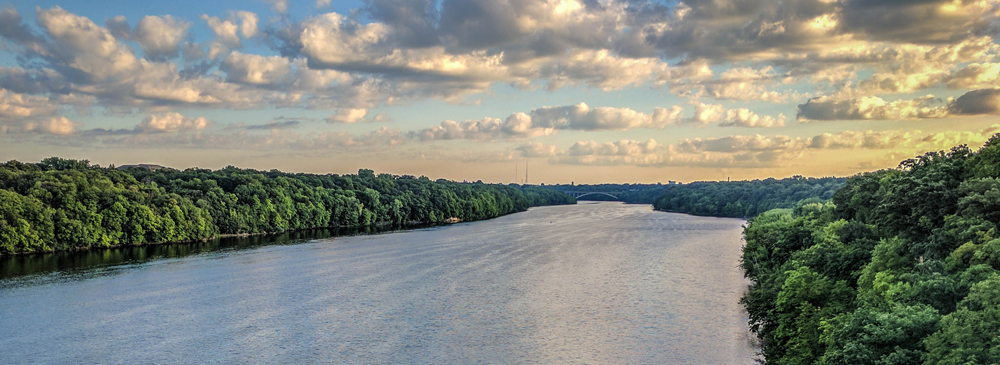 Photo of the Mississippi River by Tom Dixon